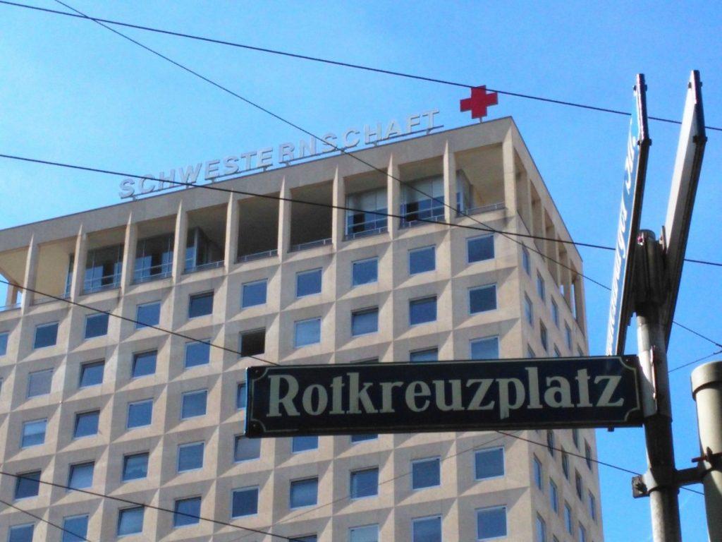 Der Rotkreuzplatz in München, direkt am Sitz der Münchener Schwesternschaft vom Roten Kreuz.